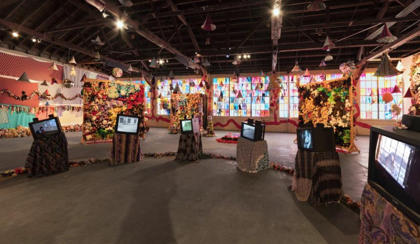 Installation view, Charlemagne Palestine: CCORNUUOORPHANOSSCCOPIAEE AANORPHANSSHHORNOFFPLENTYYY, 356 Mission, Los Angeles, CA, January 25 – April 22, 2018.